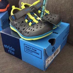 Stride Rite Phibian sneakers